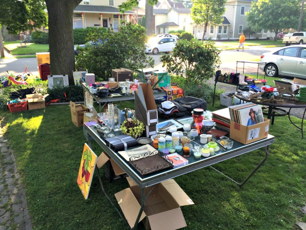 Hosting a yard sale a how to guide valentine j brkich for Yard decorations for sale
